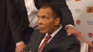 Muhammad Ali makes rare public appearance