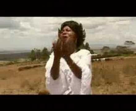 Angela Chibalonza- Inua Moyo Wangu video