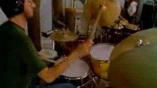 Watch Iguanas Lupita video