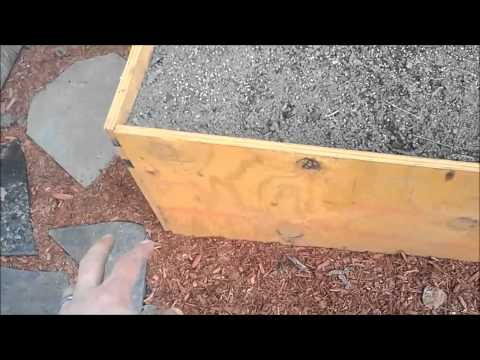 Raised garden with free pallet wood