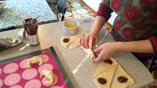 Pillsbury Easy Recipes: Croissants with Nutella .Cornetti con nutella tutorial