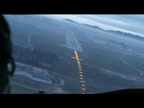 Awesome Short Turn Visual at Curitiba (GOL 737-700)