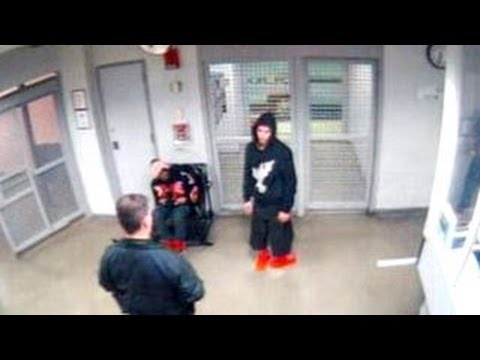 Justin Bieber Stumbling In Jailhouse - MUST WATCH
