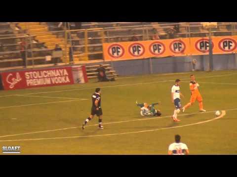 Cuando Vallejos se iba solo, Gonzalo Sepúlveda salvó el empate haciéndole infracción y ganándose la cartulina roja. Universidad Catolica vs Audax Italiano.