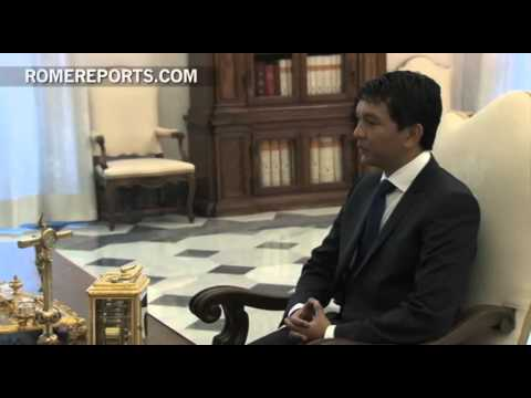 Pope meets with temporary Madagascar leader