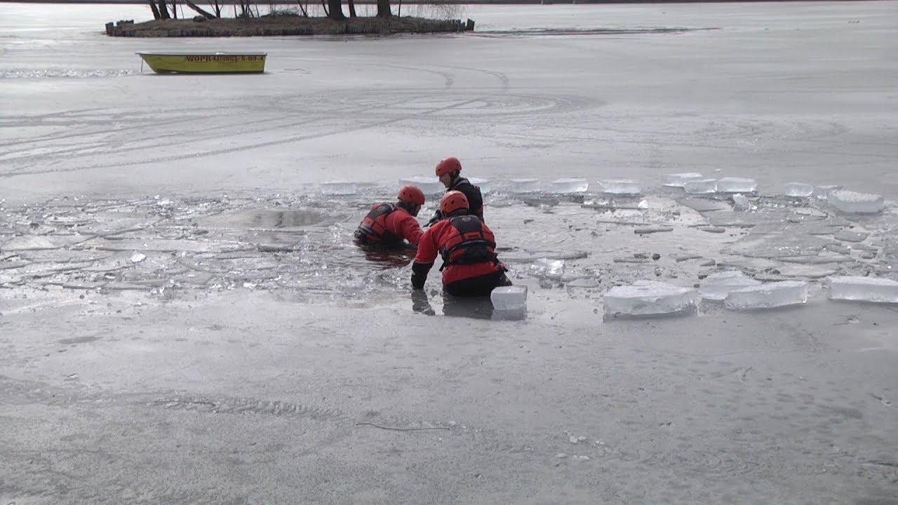 Ćwiczą na lodzie