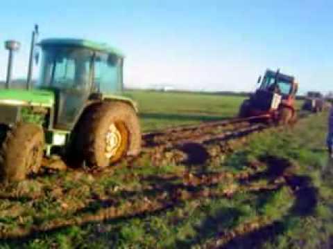 Tractores atascados:Fiatagri. John  Deere.
