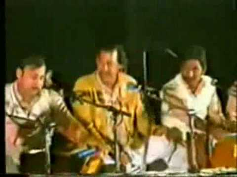 〖Dayar-e-Ishq main〗Nusrat Fateh Ali Khan ;Enhanced Audio...