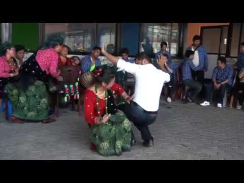 नाच्दा नाच्दै मगरर्नीको काखमै बस्न पुगेपछि तहल्का हेर्नुहोस् / new nepali panche baja song 2017