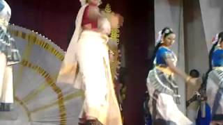 Navya nair  dance- at ettumanoor temple