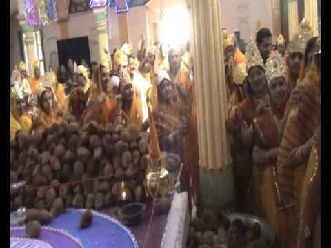 Parshvanath Digambar Jain Temple - Jawari Bag Nasia Ji - Indore (m.p.) - Sidhachakra Mandal Vidhan video