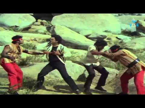 Puli Bebbuli Movie - Krishnam Raju and Chiranjeevi Action Scene...