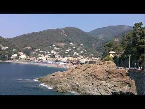 Bonassola grande spiaggia e mare azzurro