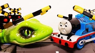 Plarail Thomas & Friends Snake attack at a Railroad crossing Shooting Star Gordon
