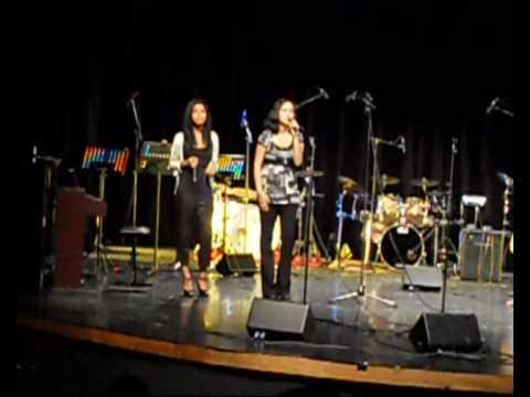 Concert Academie Musicale 2010 -  Pickin on Me  par Noroa et Adeline