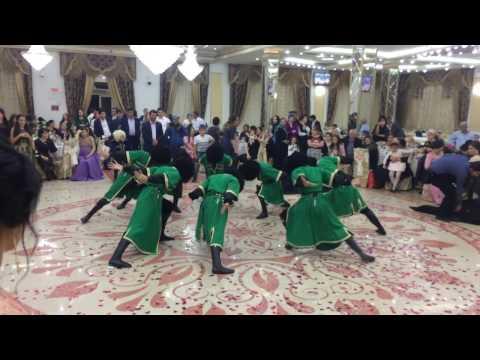 Расула свадьба))) Танцуют его ученики !