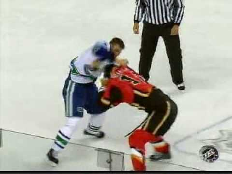 Willie Mitchell vs Jarome Iginla Video
