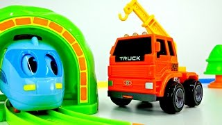 Small locomotive and crane! Video toys! Cars