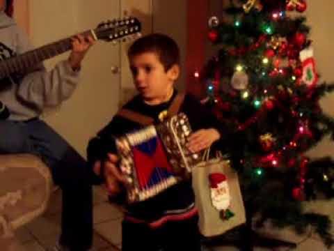 brandon tocando el acordeon
