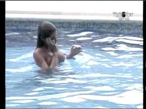 BBB 11 ADRIANA paga peitinho na piscina pra DIOGO