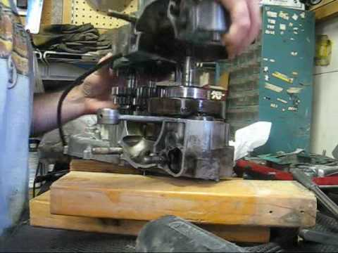 2-stroke Bottom End Rebuild, Honda CR250, part 2 Video