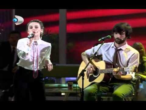 Multitap feat. Demet Evgar - Bu Şarkıyı Dinliyorsan (Beyaz Show Canlı Performans)