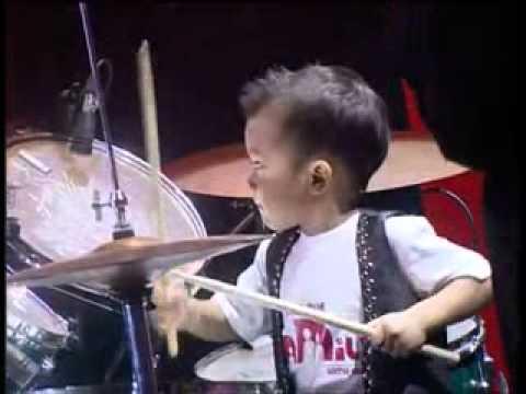Elonoe Budiman - Drummer Cilik 3 tahun di Semifinal I Indonesia'.avi Saiful Anwar SBR Kombang