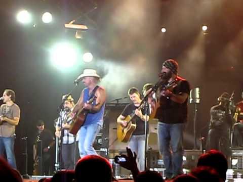 Zac Brown Band & Kenny Chesney - Knee Deep