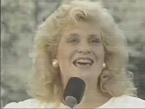 Sandi Patty - Come Let Us Worship The King