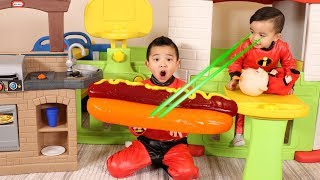 Jack Jack And The BIGGEST Gummy Hotdog Ever!! Incredibles 2 Fun With Ckn Toys