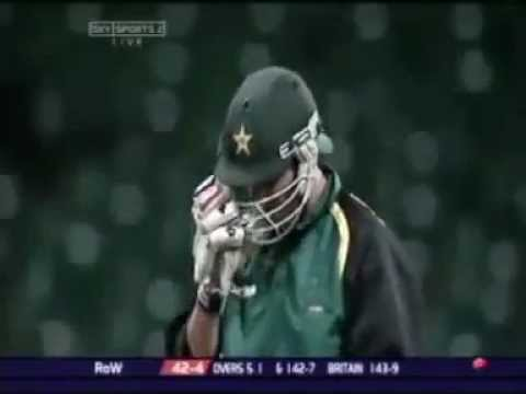 Afridi hitting 8 runs in one ball !!!!!!!!!!!!!!!