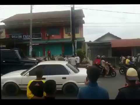 Pembeli Nawar  Murah, Penjual Durian Marah  Duel di Jalan Ratu DIbalau Tanjung Senang