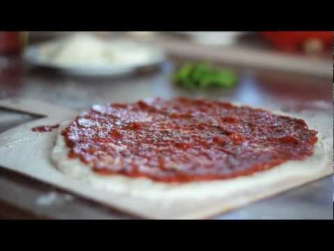 How to make a pizza --- sauce + dough (Weber Q100 Grill)