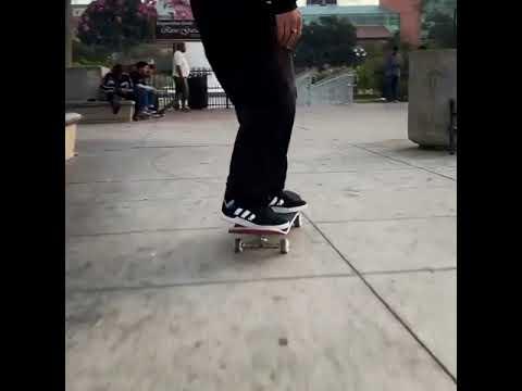 Perfect frontside noseslide @trentmcclung 📱: @trevormcclung | Shralpin Skateboarding