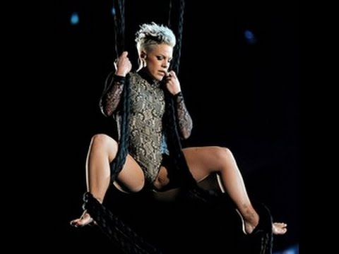 Pink flashing her pussy lips during concert - Online!