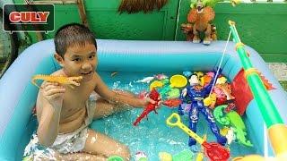 Fishing game toy for kid ✮ Câu cá sấu tí hon tắm trong hồ bơi rất nhiều đồ chơi siêu nhân khủng long