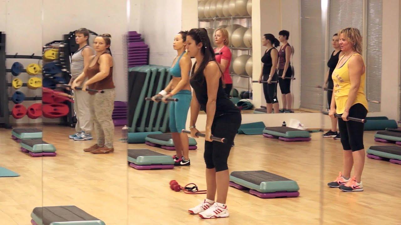 Смотреть онлайн раздевалка в фитнес клубе 2 фотография