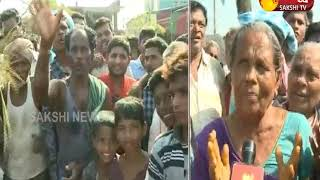 Titli Cyclone Victims Protest Against AP Government In Srikakulam || Sakshi TV