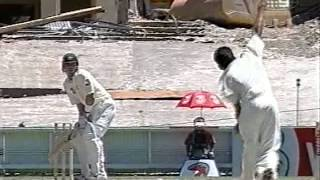 Ajit Agarkar serious aggression vs Steve Waugh, retired hurt from blow to elbow, BLOOD!