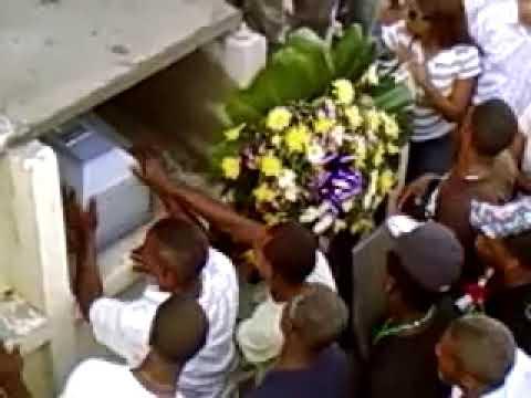 Entierro de nikanol en el cementerio