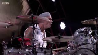 Red Hot Chili Peppers - We Will Rock You (Queen Cover) - Reading Festival 2016