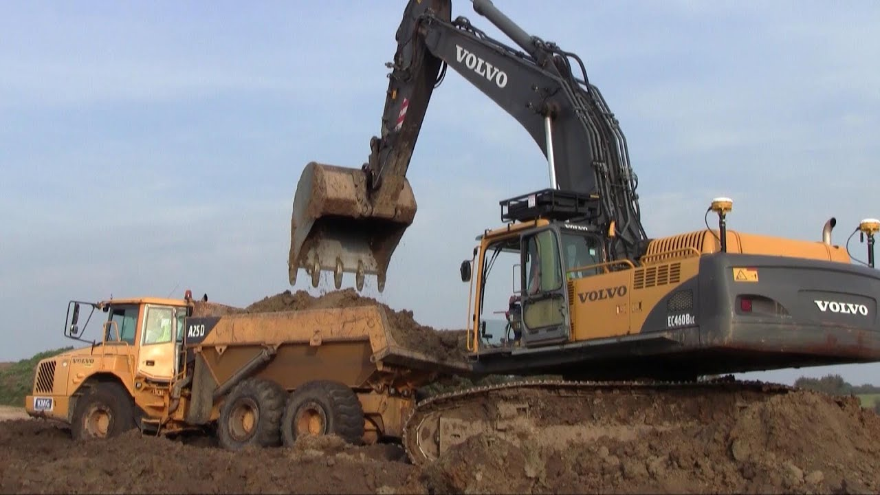 Volvo EC460B With Trimble Dual GPS Loading Volvo A25 ADT's - YouTube