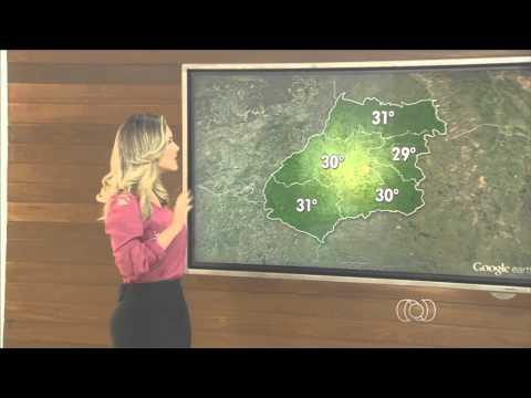 Mariana Martins de saia apertada