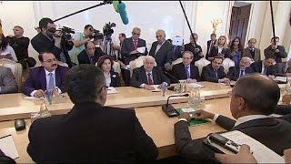 video Incontro tripartito a Teheran sulla lotta contro l'estremismo. Il ministro degli Affari Esteri siriano Walid Mouallem è stato a colloquio con l'omologo iraniano Mohammad Javad Zarif e con...