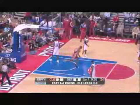 LeBron James Monster Dunk from Zydrunas Ilgauskas vs. Pistons