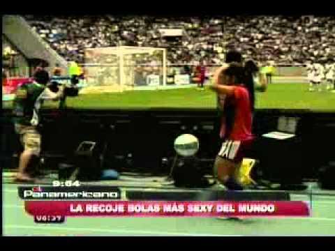 Radamel Falcao posa con tigre de bengala en estadio Vicente Calderón