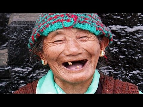 Бабушка жжет! Частушки с матом пропоет, крутой расскажет анекдот, про трех сестриц стишок зальет!