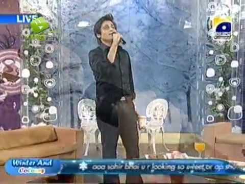 Sahir Lodhi Singing - Tu Is Tarah Se Meri video