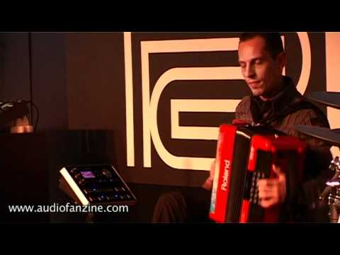 Roland FR 18 Video Demo [NAMM 2011]