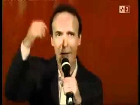 Benigni canta Berlusconi